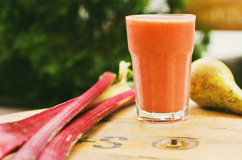 Gut-Healthy Low-Carb Rhubarb Smoothie
