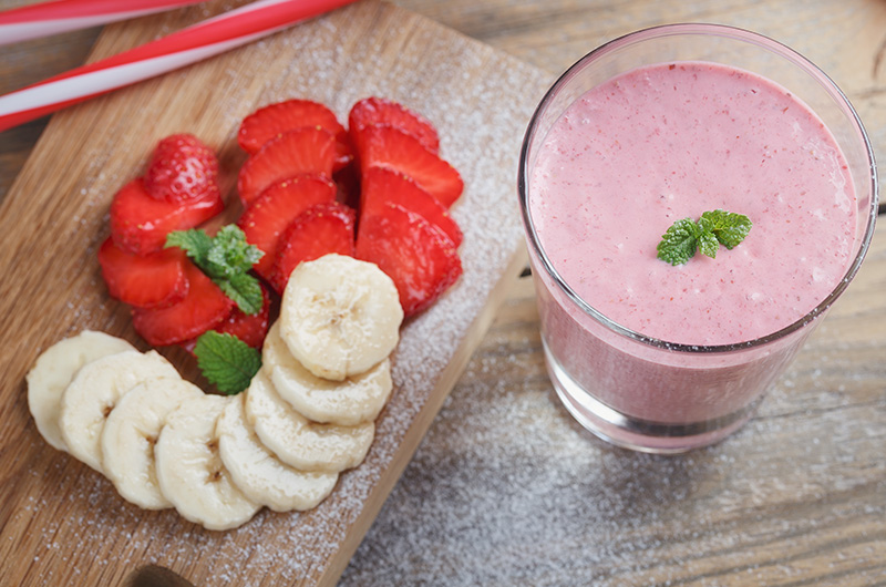 Low-Fat Smoothie With Bananas And Strawberries