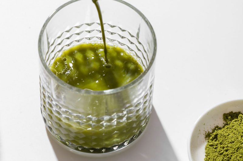 12 Reasons Why You Should Have A Matcha Green Tea Smoothie   healthyinbody.com